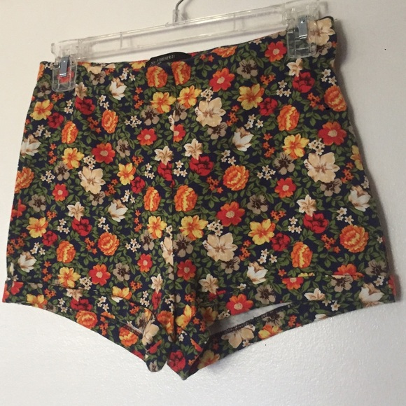 Forever 21 Pants - NWT Forever21 floral shorts